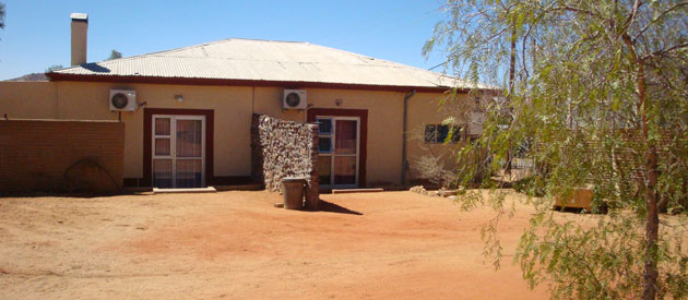 Aus namib garage and accommodation businesses in africa for Garage with accommodation